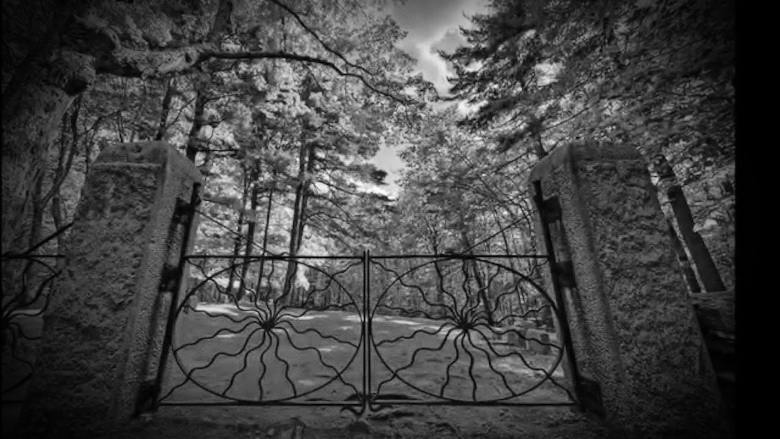 spider-gates-cemetery-leicester