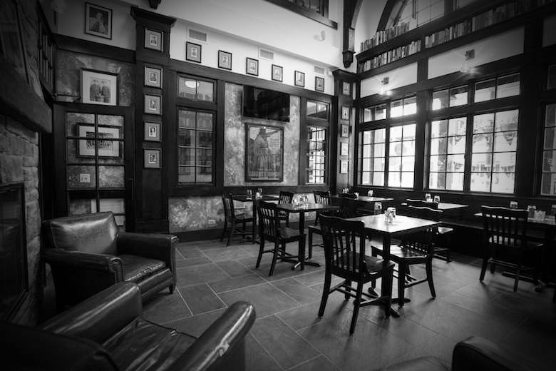 Charmant Any Tour Of The Most Haunted Places In Chicago Worth Going On Includes A  Stop At The Red Lion Pub In Lincoln Park. The Red Lion Pub Is Home To  Countless ...