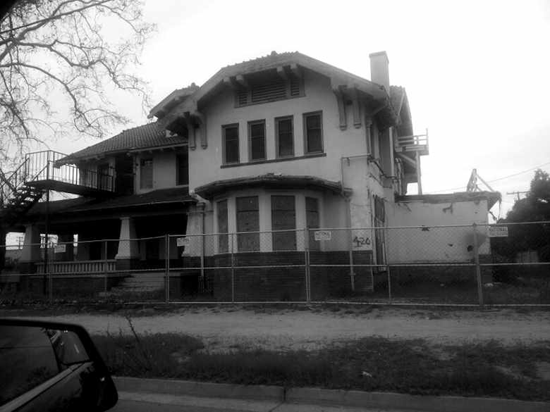 Wolfe Manor, Clovis