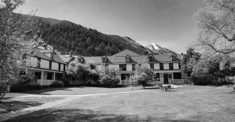 Chico Hot Springs Lodge & Ranch, Pray