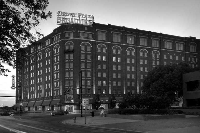 Drury Plaza Hotel, Wichita