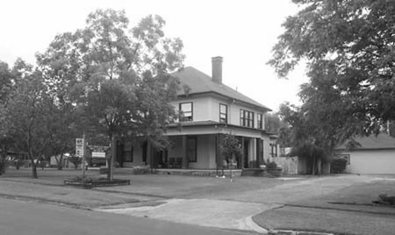 Johnson House Inn, Hugo