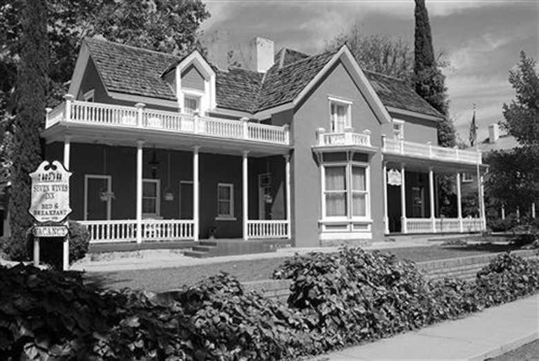 Seven Wives Inn, Saint George