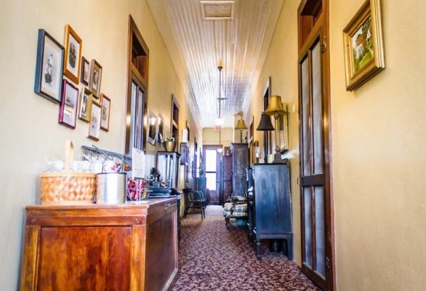 Nutt House Hotel Corridor